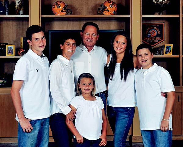 Image of Les Miles with his wife Kathy Miles and with their kids