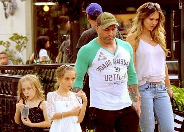 Image of Jessica Rogan wtih her husband Joe Rogan and with their kids