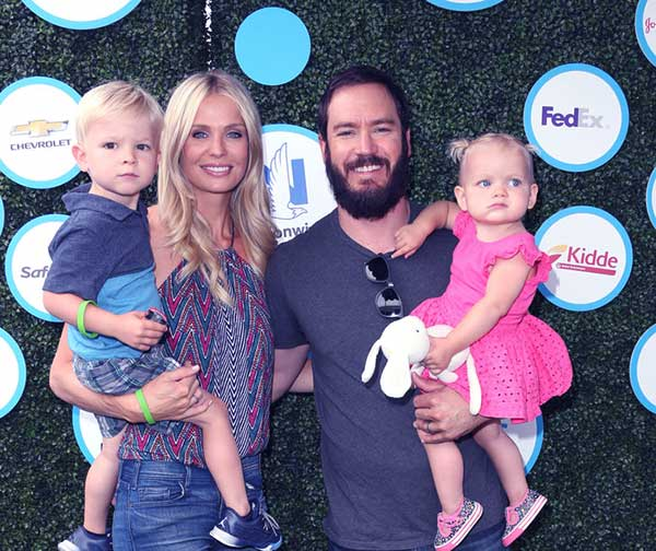 Image of Catriona McGinn with her husband Mark-Paul Gosselaar along with their kids