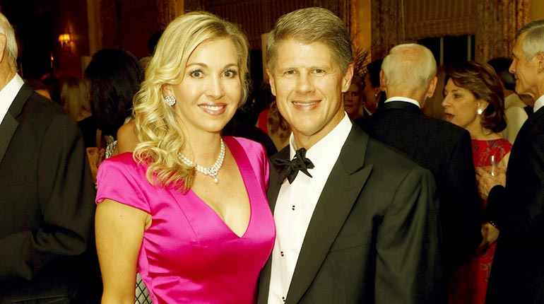 Image of Clark Hunt's wife Tavia Shackles Age, Wiki and children.