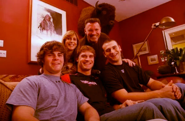Image of Diane Addonizio with husband Howie along with their kids Howard, Kyle and Christopher