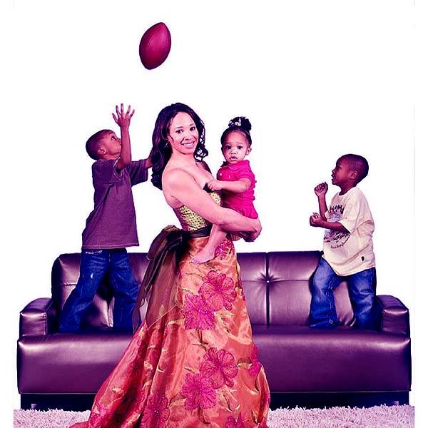 Image of Kiya Tomlin with her kids Mason, Mike, and Harlyn.
